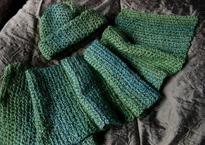 Hat and scarf set - green