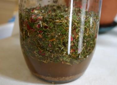 Herbs_and_vinegar